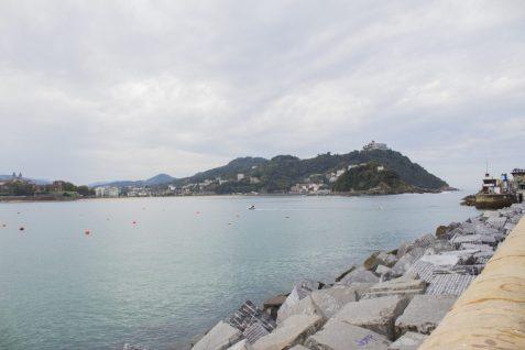 Monte Igueldo, desde la explanada frente al Aquarium de San Sebastián.