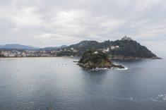 Monte Igueldo e isla de Santa Clara desde el Monte Urgul (San Sebastián).
